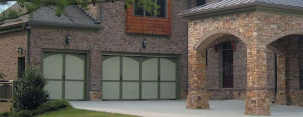 Southern Ideal Dooru0027s Signature Collection of Carriage House Doors are manufactured at their Atlanta facility to insure accuracy of designs and quick ... & Garage Door Doctor: Garage Door Repair and Install Serving Charlotte ...